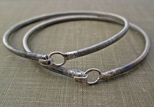recycled guitar string jewelry by the chestnut forge the beading gem 39 s journal. Black Bedroom Furniture Sets. Home Design Ideas