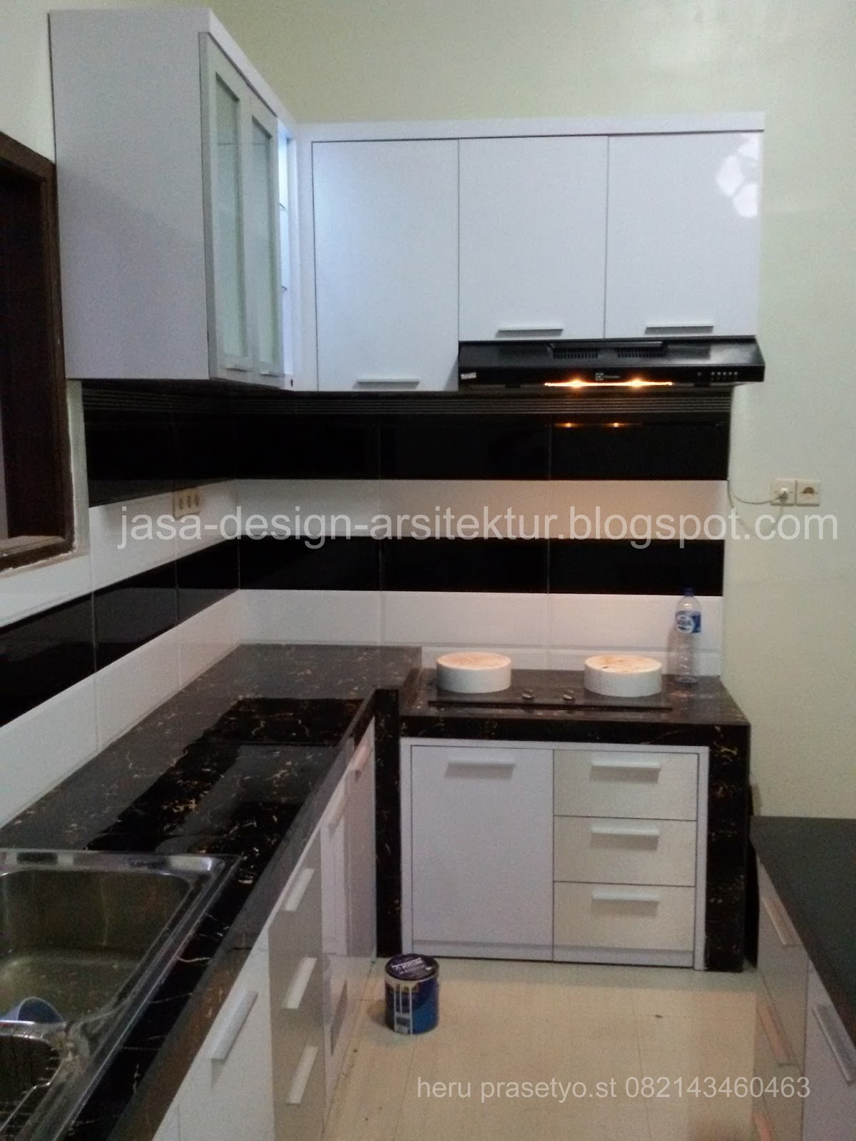 Kontraktor interior surabaya sidoarjo kitchen set warna for Kitchen set hitam putih