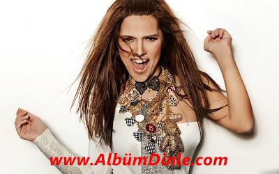 Ünlü Şarkıcı Demet Akalın'ın Fotoğrafı