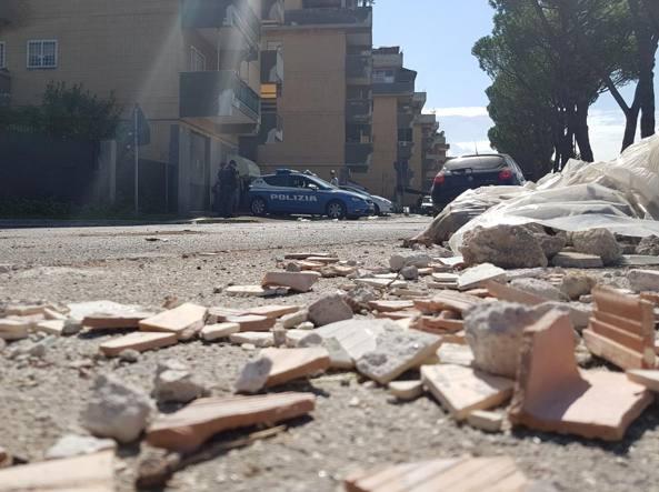 Buongiornolink  -Guerriglia fuori da un campo rom a Guidonia: italiani contro nomadi, lancio di pietre. Un ferito