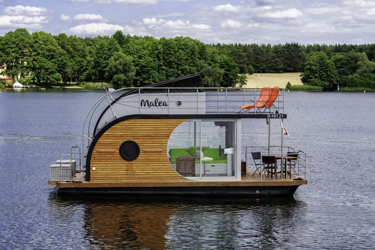 14-Enjoying-the-Sights-Nautino-Tiny-Houseboat-Architecture-on-the-Water-www-designstack-co