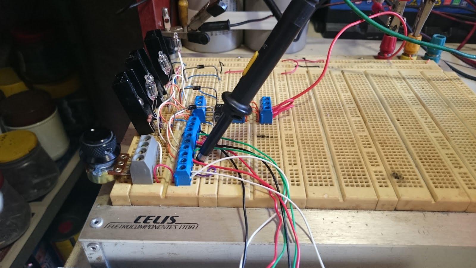 bd4e759488f Apresento nestas fotos uma visão geral do aspecto da montagem dos  componentes do circuito bedini numa proto-board.