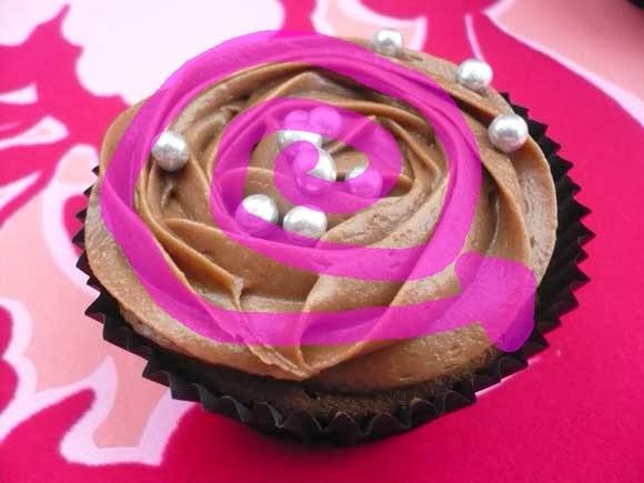 Hoe spuit je een swirl of roos op een cupcake