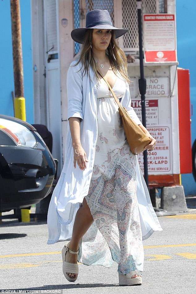 Jessica Alba Maternity Fashion 2017