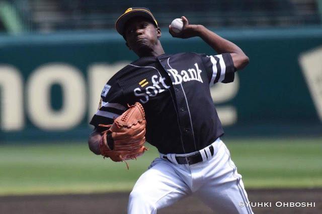 En el Yafuoku Dome de Fukuoka, el cubano Liván Moinelo retiró en fila a los 4 bateadores que enfrentó en un episodio y un tercio de relevo