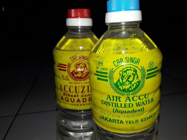 Perbedaan air aki zuur dengan air aki biasa