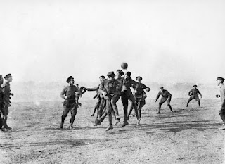 https://commons.wikimedia.org/wiki/File%3AChristmas_day_football_WWI_1915.jpg