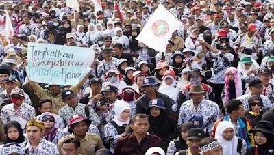 Pak Presiden Sibuk, Perasaan Honorer K2 Campur Aduk