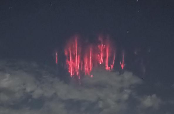 В небе над США заметили «огненных медуз»