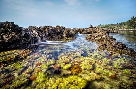 pantai sawarna indonesia