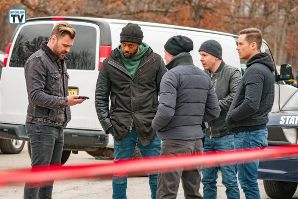 """NUP 185766 0069 595 Spoiler%2BTV%2BTransparent - Chicago PD (S06E14) """"Ties That Bind"""" Episode Preview"""