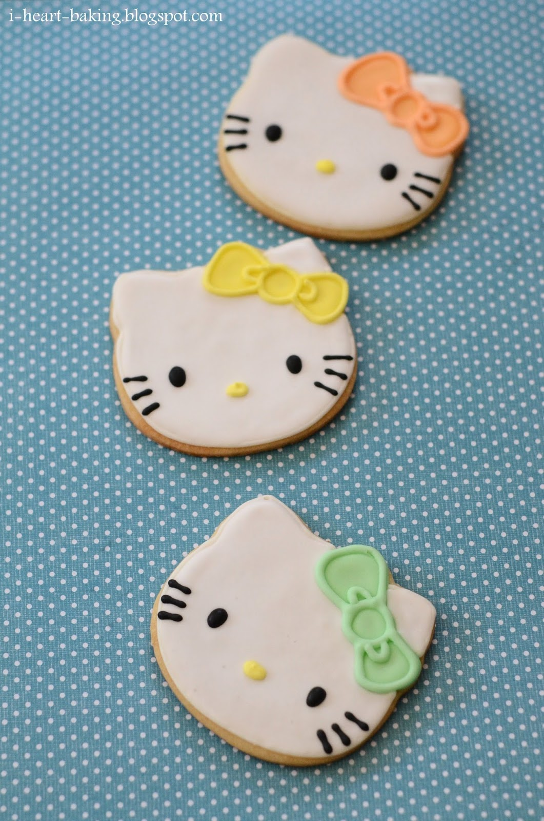 Hello Kitty Tarot Deck: I Heart Baking!: Pastel Hello Kitty Cookies, Macarons, And