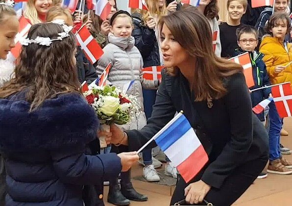 The International High School of Saint-Germain-en-Laye. Princess Marie carried YSL Saint Laurent Niki medium bag vintage leather in khaki