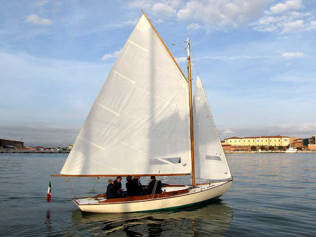 Wianno Senior sailing inside the Porto Mediceo, Livorno