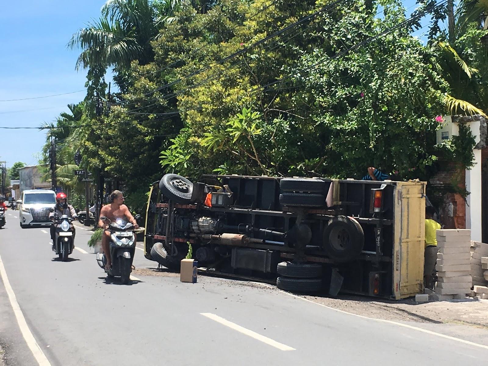 dangereux conduire scooter bali indonesie