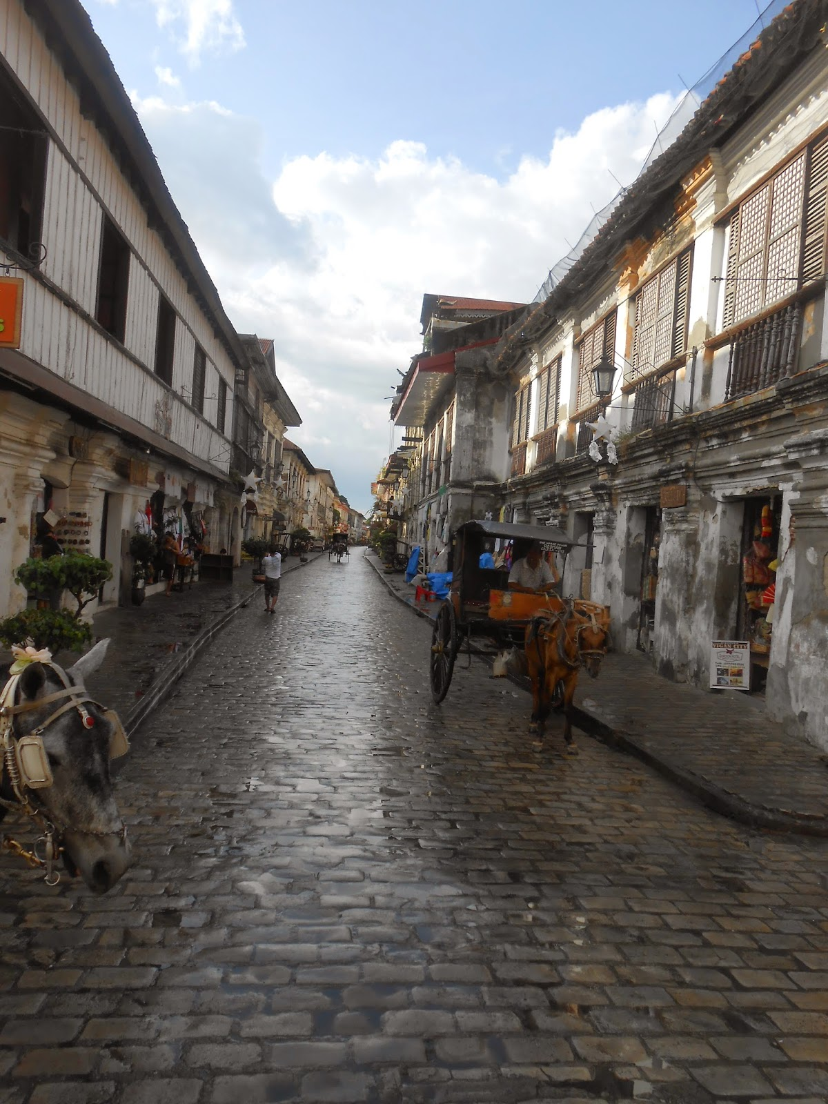 Must-see things in Vigan: Calle Crisologo