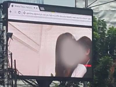 Nobar JAV di videotron alias papan billboard digital di wilayah Jakarta Selatan
