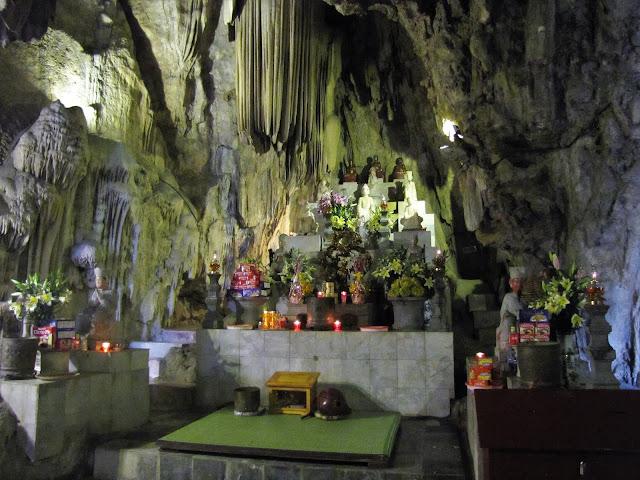 dong tien son cave perfume pagoda vietnam