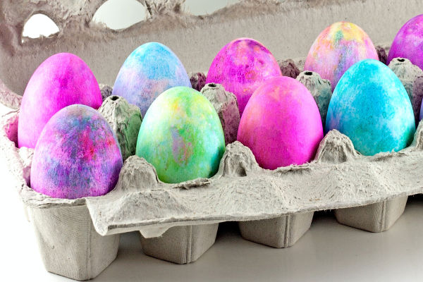 Decorate & dye Easter eggs using shaving cream!  The swirled effects created will wow kids of all ages, making this the perfect Easter craft. #swirledeggs #shavingcreameggs #shavingcreameggdying #shavingcreameastereggcoloring #marbleizedeastereggs #marbleizedeggs #eastereggdyeideas #eastereggdecoratingforkids #easteractivitieskids