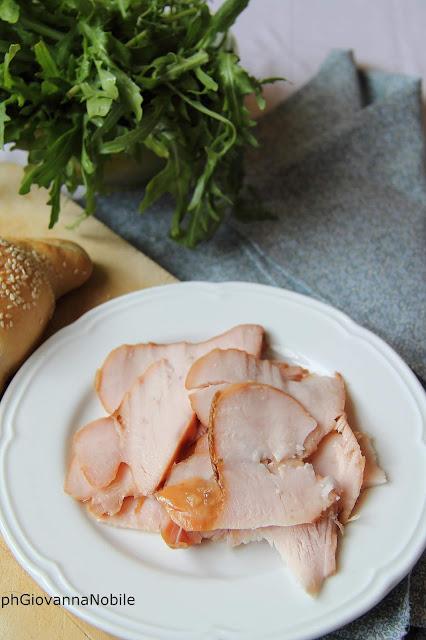 Croissants salati farciti con Gran Fesa di Tacchino Arrosto Lenti, robiola e rucola