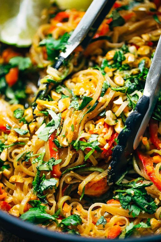 Rainbow Vegetarian Pad Thai with Peanuts And Basil #rainbowvegetarian #vegetarian #thaifood #peanut #basil #thailandfood #vegetarianrecipes #veggies