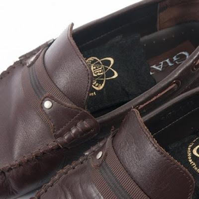 khử mùi giày bằng than hoạt tính