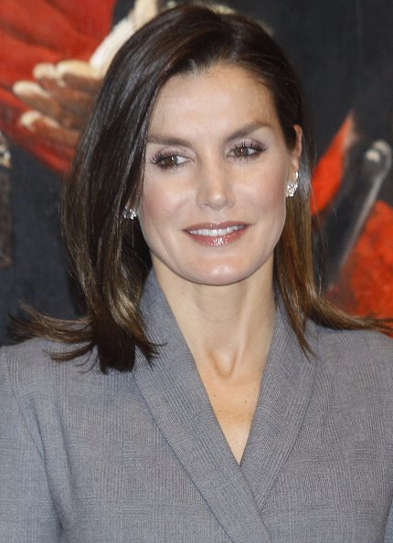 Queen Letizia wore Massimo Dutti tie dress, and Prada pumps, she carried Hugo Boss bespoke leather handbag