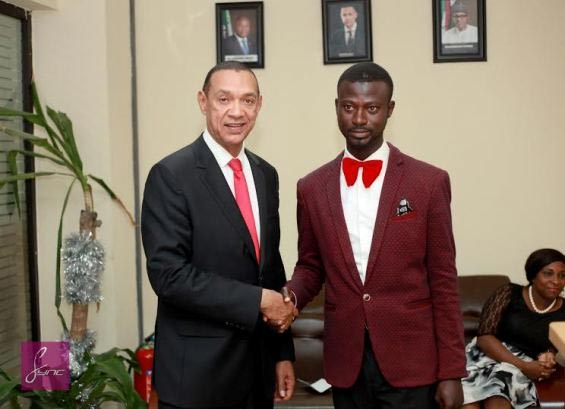 Suit-wearing car washer Abdulahi Olatoyan meets Senator Ben Murray-Bruce