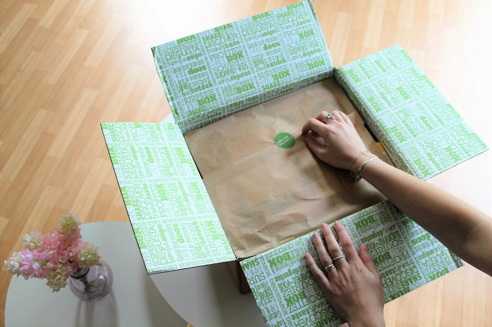 degustabox dégustabox box food nourriture alimentation bouffe junkfood fastfood abonnement surprise rentrée ouverture unboxing les gommettes de melo gommette gomette avis colis