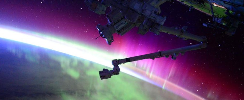 Astronaut captures stunning footage of the Northern Lights ...
