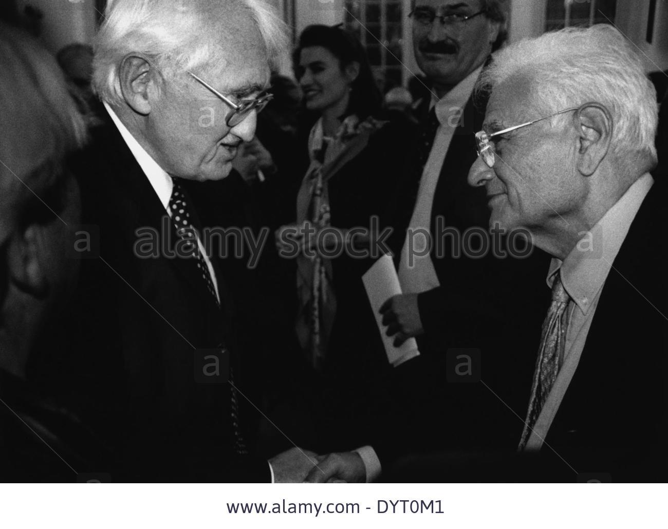 87c51fd49 وُلِد دريدا في منطقة الأبيار في الجزائر عام 1930 وتوفّي في باريس عام 2004.  كان دريدا من أُسرة يهودية، ولذلك طُرِد من المدرسة أثناء الحرب العالمية  الثانية ...
