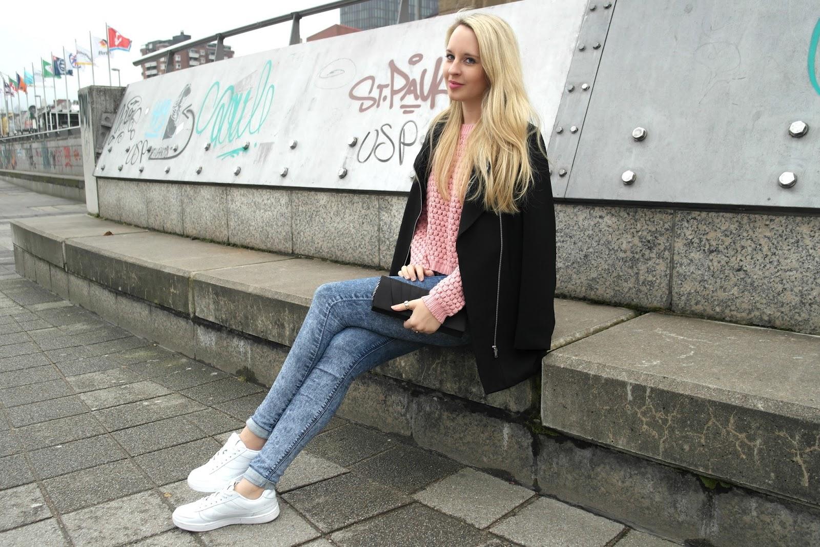 Rosa Pulli Streetstyle