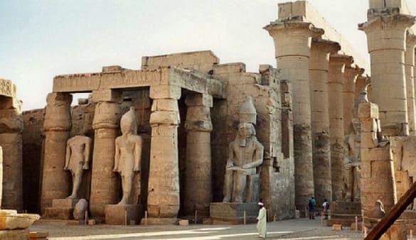 اكتشاف مقبرتين أثريتين يشتبه أنهما لأخوى النبى يوسف في مصر