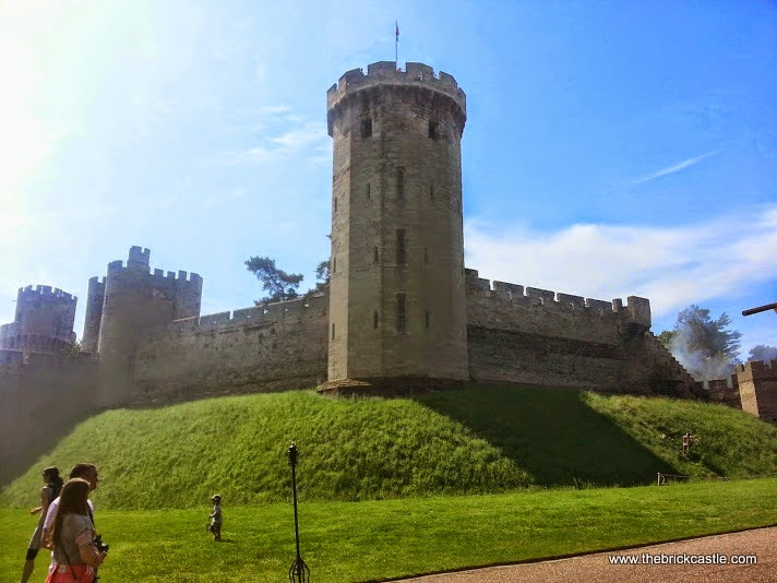 day out at Warwick Castle with teens and infants review