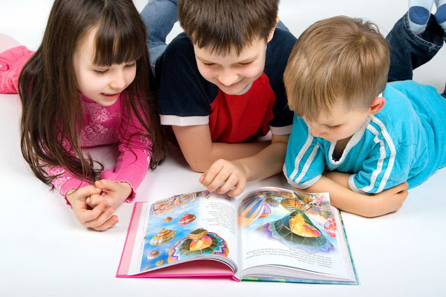 anak menyukai buku