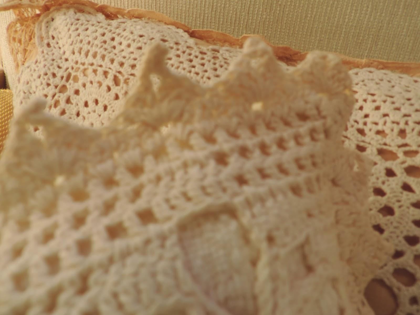 Beatrice Euphemie: Vintage Crocheted \'Doily\' Pillows