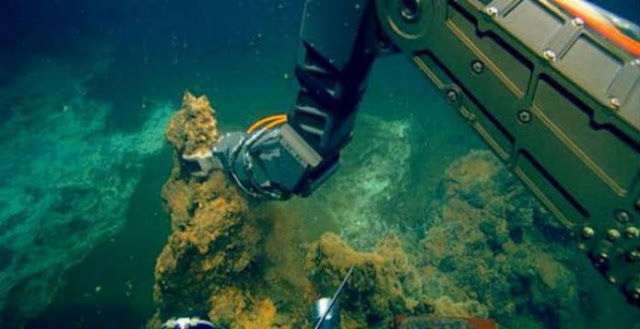 Χρυσάφι εκλύει το υποθαλάσσιο ηφαίστειο της Σαντορίνης
