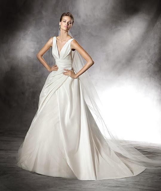 guia tipos de telas de vestidos de novia - blog mi boda - tela dupion - Pronovias 2016