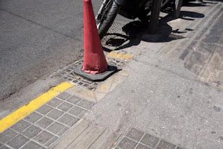 οδηγός διέλευσης τυφλών διακόπτεται από κώνο