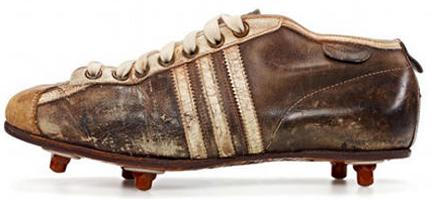 246ef91b0e00d Utilizando sua própria experiência e a ajuda de atletas e técnicos para  desenvolver e projetar seus calçados, já em 1928 alguns esportistas alemães  ...