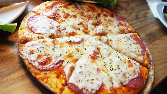 pizza au fromage et jambon