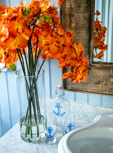 nautical accessories in bathroom
