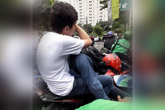 Video 2 Pria Yang Bermesraan Diatas Motor Yang Jadi Viral