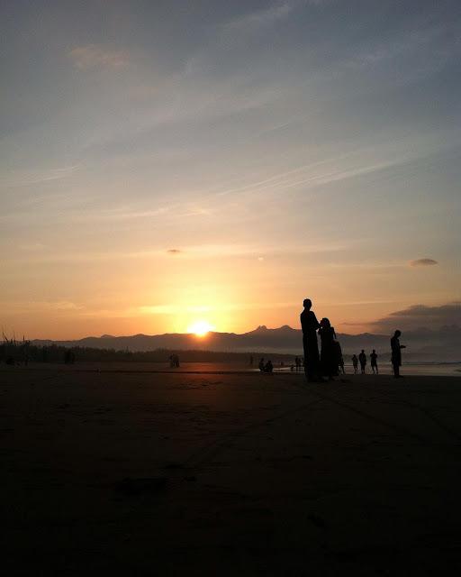 foto sunrise di pantai teleng ria