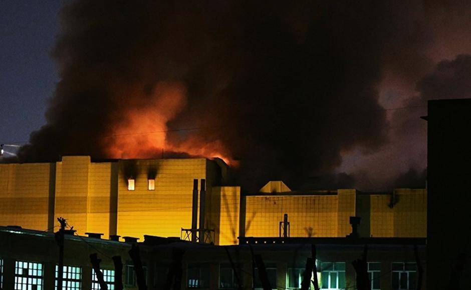 Shopping russo onde morreram 64 pessoas volta a pegar fogo