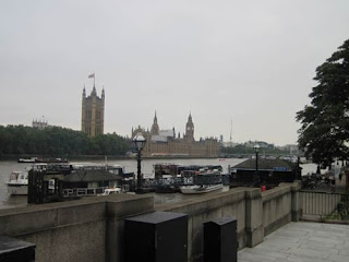 Hey isn't that Big Ben and Parliament over there?