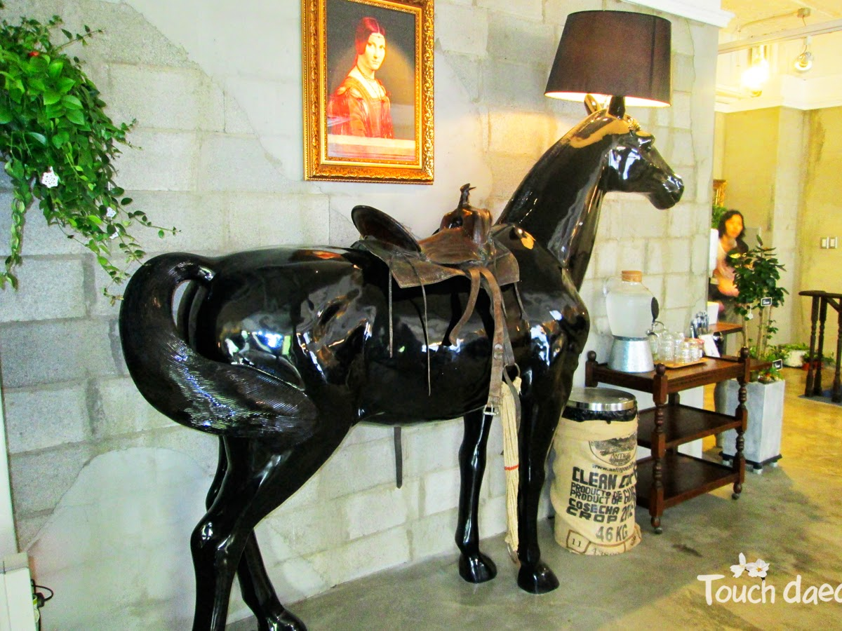 The giant horse lamp