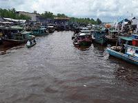 Masyarakat Padati Sungai Kakap Kubu Raya Pada Perayaan Robo-robo