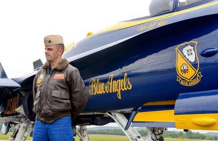 us navy pilot dies tennessee