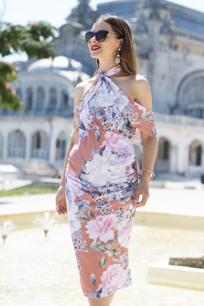 cum sa porti rochia cu imprimeu floral